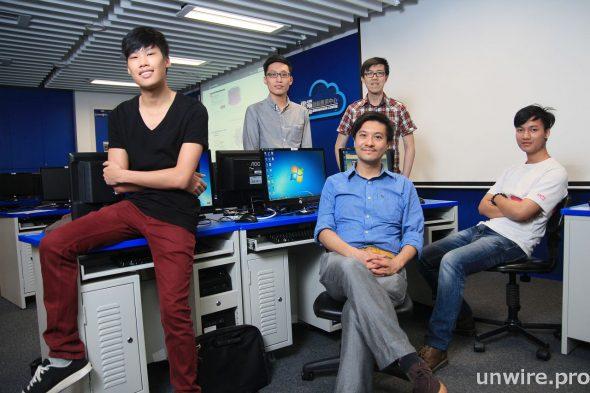 Data-HK 是由一班 IVE 學生組成的團隊,黃俊彦講師則是他們的顧問。