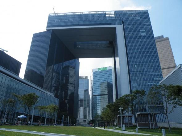 目前香港政府各局及部門安裝 Windows 的電腦,約三成為 XP 系統。