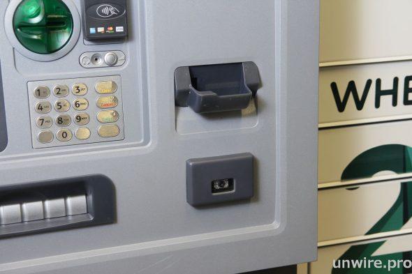 區萬康認為可讓智能儲物櫃結合銀行櫃員機功能,衍生更多可能性。