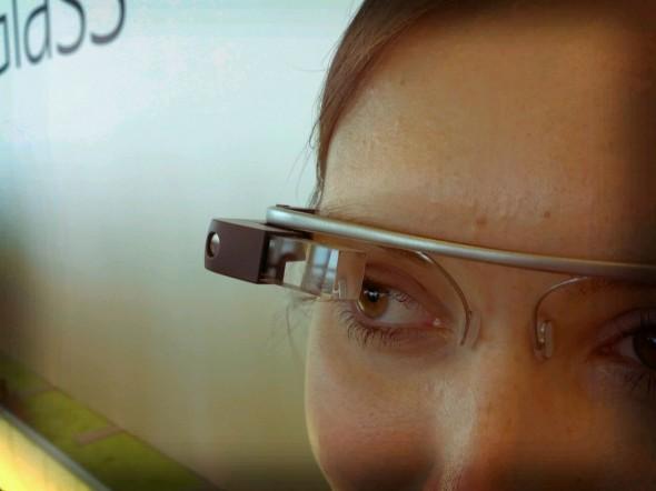 像 Google Glass 這樣的裝置令現實和虛擬世界有更緊密的融合,分野也愈愈不明顯。