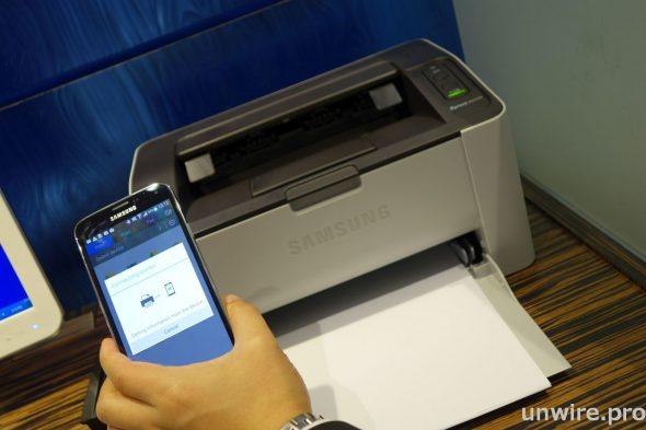 只要安裝與 Samsung MobilePrint 相容的 Samsung 手提電腦及 NFC 打印機,酒店客人便可安坐房中仍能高效率工作,讓客人到外地商務公幹時更加方便。