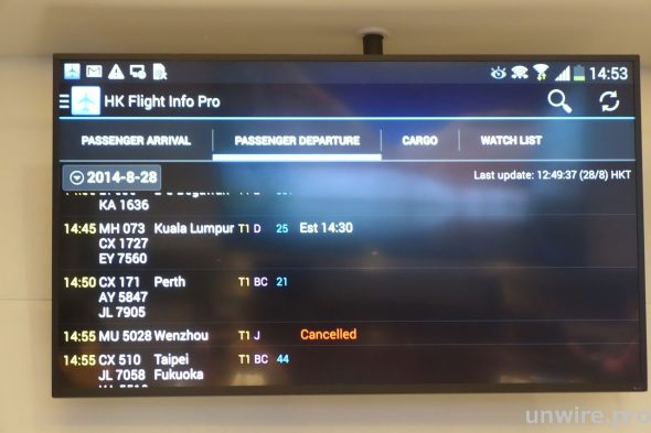Samsung DH48D SMART Signage展現鮮明細緻影像,最適合用於展示離境及入境資訊,在繁忙的機場客運大樓為乘客提供清晰路線提示。
