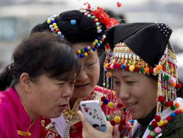 china-smartphone-user-1