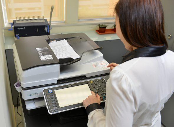 理光的多功能打印機的輸入裝置,功能上可與 Laserfiche 完美整合,讓掃瞄文件直接匯入系統內。