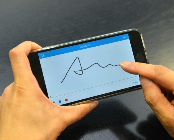 企業用戶可經模組式工具,輕鬆建立可供流動裝置讀取以至編輯的電子報表,甚至讓員工直接在觸碰屏幕裝置上,輸入手寫簽名。