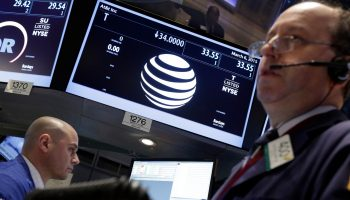 apple-to-replace-att-in-dow-index-1