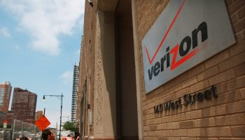 verizon-gets–aol-with-4-4-billion-1