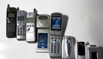 Mobile_phone_evolution_Japan1997-2004