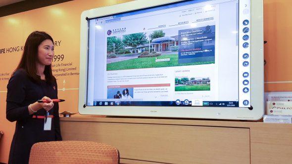 廣達理財集團安裝了嶄新的會議管理方案,其中互動電子白板能即時儲存會議資料,通過電子郵件傳遞及記錄,讓內容分享亦變得更輕易。
