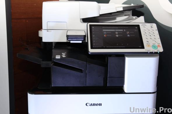 多功能文件處理系統 imageRUNNER ADVANCE C5500i 配備 10.1 吋輕觸式操作屏幕,為用戶提供如平板電腦般的體驗,操作更方便。