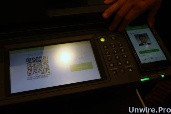當裝置發生故障時,用戶可透過掃描 QRcode 快速與支援工程師聯絡。