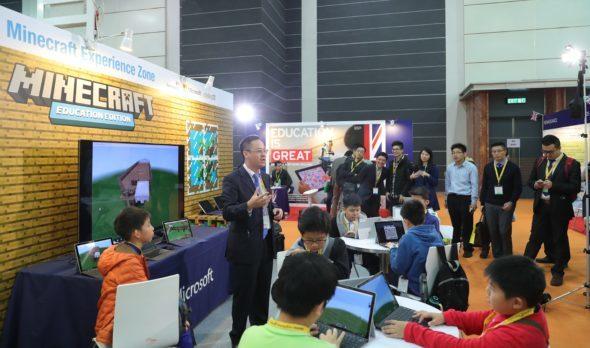 Microsoft 香港於「學與教博覽2016」展示Minecraft 教育版。