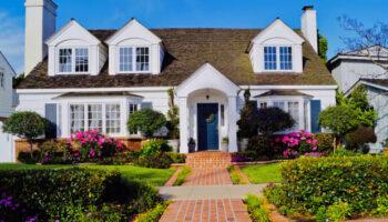 106758801-1603459526384-picture-perfect-beautiful-house-on-the-island-of-coronado-in-sunny-california-beautifully-landscaped_t20_6lJOrv